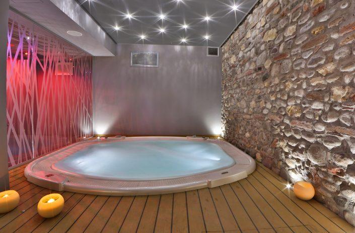 Wellness center Namastè with jacuzzi - Hotel Verona